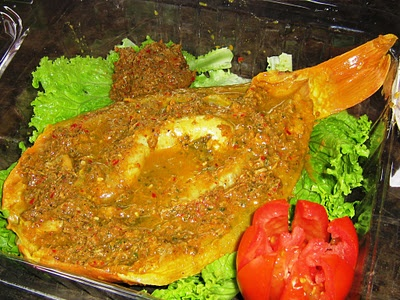 Naniura from Batak Toba, North Sumatra Province, Indonesia,  like sashimi from Japan, the carper cooked by lime acid, flouring with ground spices.  long time ago, only Batak Kings are allowed to eat this food
