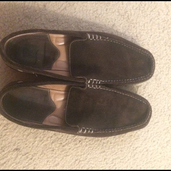 Johnston & Murphy Suede Loafers Johnston & Murphy size 10.5 dark brown suede leather driving shoe loafer with cream stitching outlining the toe bed and sides. Black rubber gummy sole. In excellent condition with no obvious signs of wear- could pass as new. The pictures on this listing are of the actual item for sale so look at all the pictures to know what to expect. These are very comfortable and high quality, durable designer men's shoes. J&M size ten and a half. Johnston & Murphy Shoes…