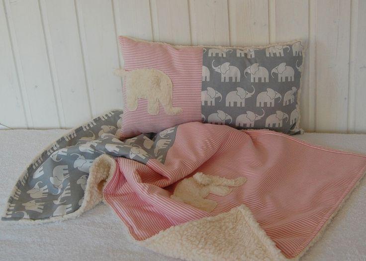 **2 tlg. Set Kuscheldecke mit passendem Kuschelkissen Design Elefanten grau weiss, rosa Streifen Kuschelelefant** Die Babydecke ist wegen ihrer Größe ca 70cmx52cm gerade für Neugeborene und...