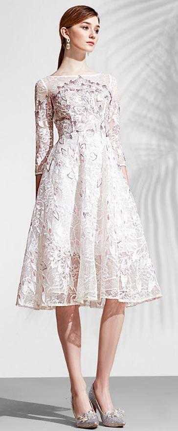 383fadbc356eb Robe blanche princesse courte dentelle recouverte à manche pour ...