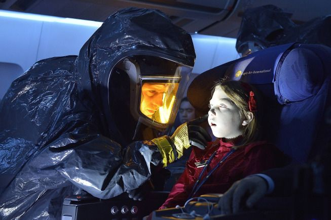 "THE STRAIN Episode 1 Review: Oh, the Horror! We review The Strain S1E1 ""Night Zero"", but be careful, goosebumps and spoilers abound."