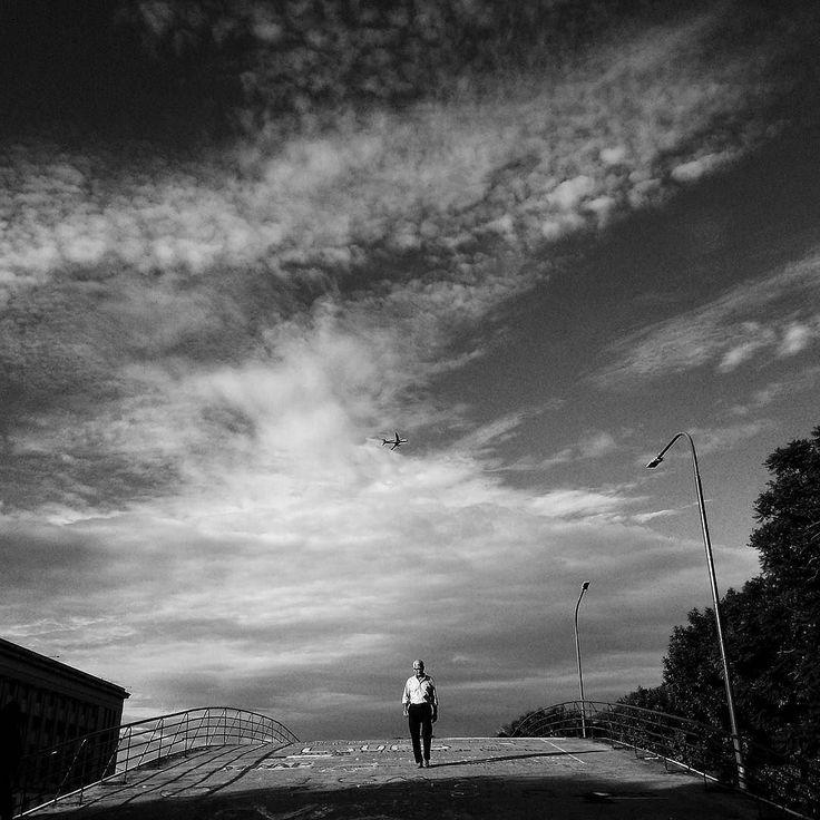 Con esta #foto quedé seleccionado como finalista del #BAMF2017 ( Buenos Aires Mobile Festival) en la lista de #StreetPhotography. - El sab 23 de septiembre en el Camarín de las Musas (Mario Bravo 956) inaugura la muestra y se anuncian los ganadores. Gracias a @popckornmp por la selección. - #monochrome #blackandwhitephotography #bwphotography #instablackandwhite #blackandwhiteart #blackandwhiteonly #blackandwhite_perfection #photostreet #streetview #streetphotographers #ig_street…
