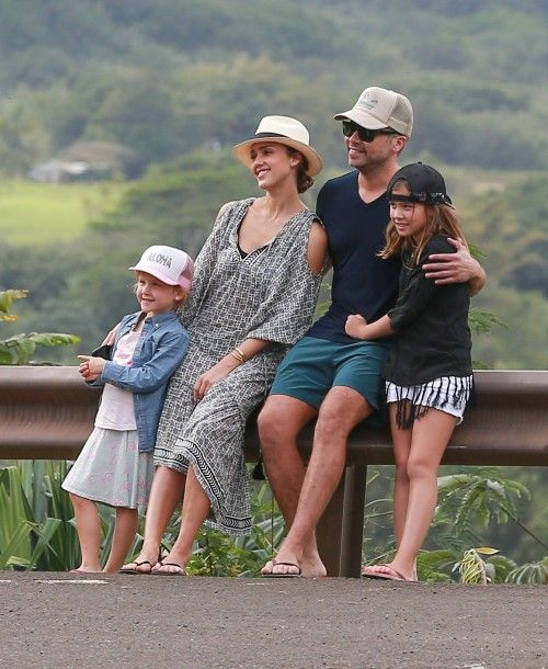 Jessica Alba and Cash Warren vacation in Hawaii with their daughters Honor and Haven on December 30, 2016
