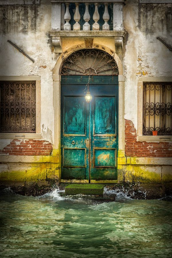 Venice, Italy…..LOVE THIS DOOR, HOWEVER, CAN NOT SAY THE SAME ABOUT THE STOOP AND WALKWAY…..A LITTLE REPAIR AND A ROWBOAT IS NEEDED HERE, FELLOWS…………..ccp