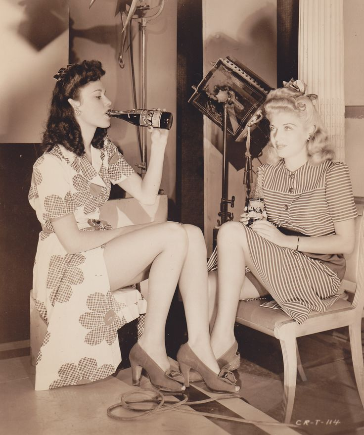 """Anne Shirley with Carol Landis, 1942 """