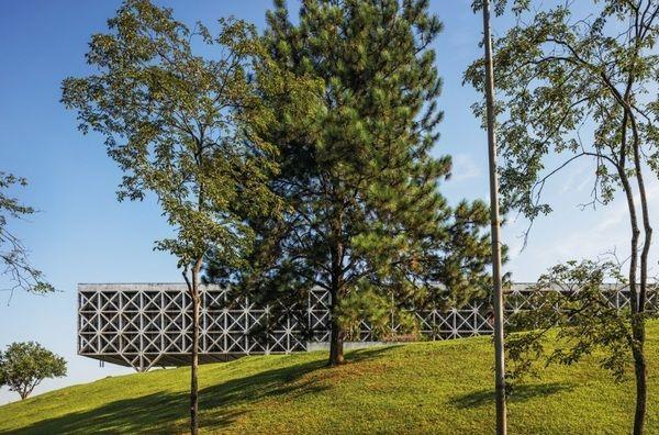 Prodesp (Taboão da Serra, 1975): Repetindo o padrão de treliças de concreto…