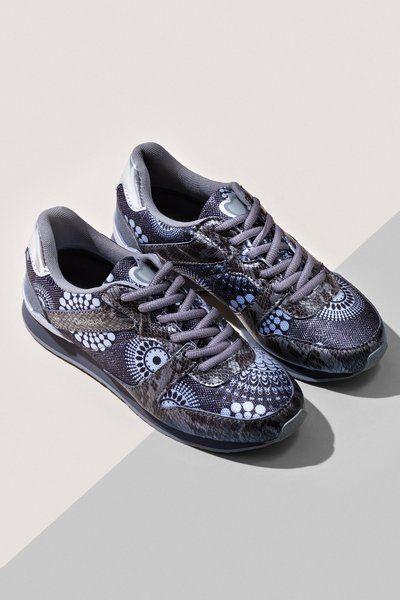Zapatillas de deporte negras Desigual. ¡Descubre todas las novedades para tus pies!