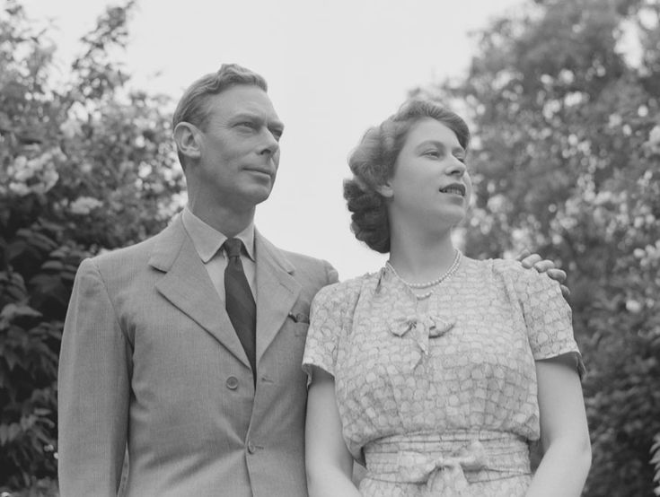 Queen Elizabeth II pictured with her father, King George VI Photo: © Getty Images