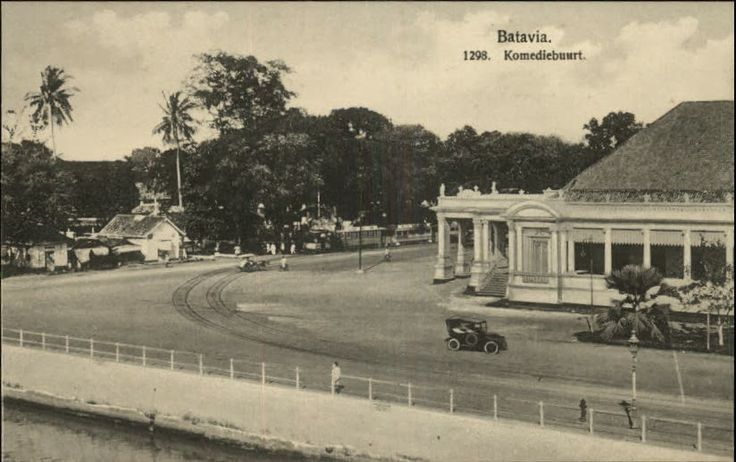 OPOI: Komediebuurt - Gedung Kesenian Jakarta ~ Indonesia ca 1910