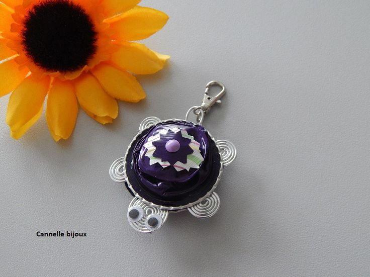 Bijou de sac ou porte clés forme Tortue avec capsules Nespresso violet foncé