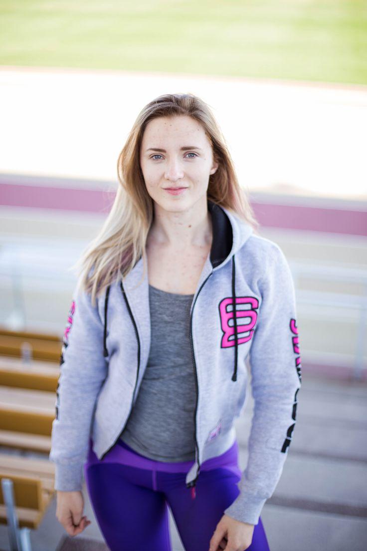 Sporty Outfit | Grey Hoodie |   Healthy Lifestyle | Fitness | Six Deuce | Pic by Siiri Saarela