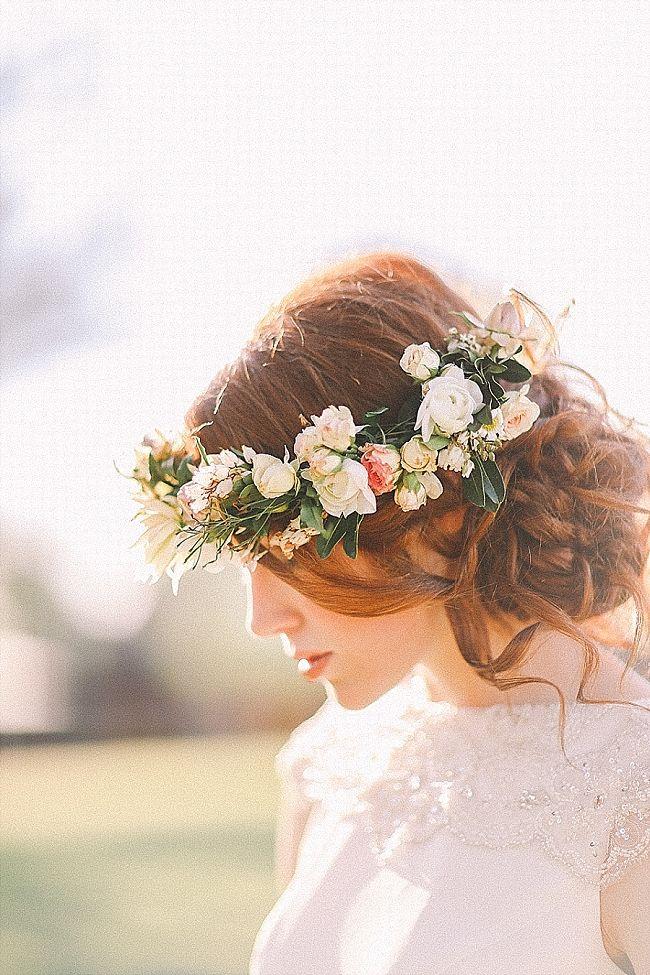 Couronne de fleur Lily | Want more flower crowns? --> https://www.pinterest.com/thevioletvixen/flower-crowns/