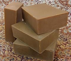 A natural complexion and body soap made with Rhassoul clay from Morocco that deep cleans, gently exfoliates and removes impurities leaving skin soft and silky.
