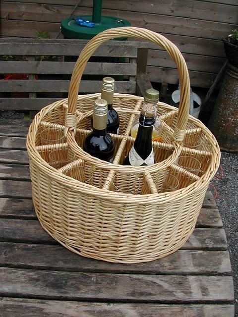 garden party&Picnic Basket&wine | Picnic Baskets : Wine Baskets : Celebrations Party Wine and Glass ...: