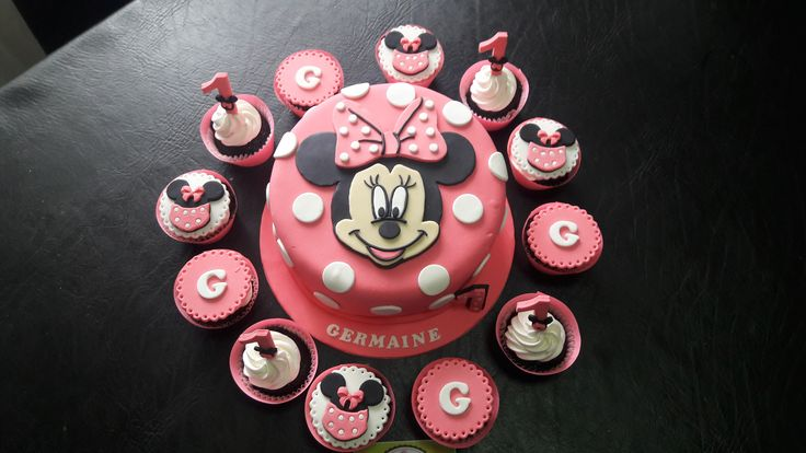 Minnie Mouse Cake and Cupcakes   #minniemouse #cake #cupcakes #sweetfionah