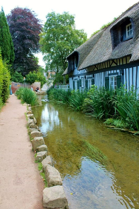Expo 141  - Veules-les-Roses      Normandie     France