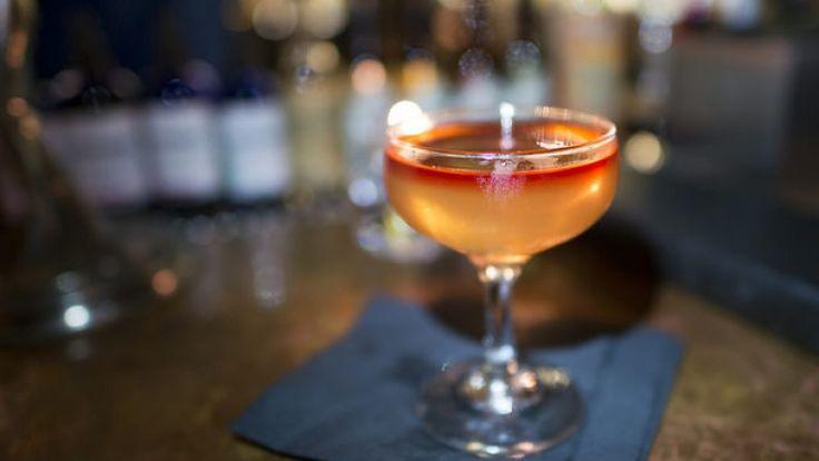 Space Monkey, cocktail con whisky e acqua di cocco.  http://winedharma.com/it/dharmag/aprile-2015/space-monkey-cocktail-come-preparare-un-delizioso-drink-con-whisky-e-acqua-di-co
