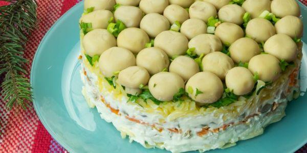 """Salată """"Poiana cu ciuperci""""- o salată delicioasă demnă pentru masa de Revelion!"""