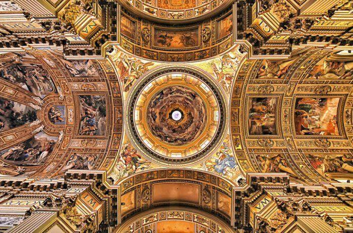 #интересное  Архитектурное паломничество по римским храмам (14 фото)   Французский архитектор и фотограф Флориан Пагано (Florian Pagano) потратил свой медовый месяц на совершенно неожиданное времяпровождение. Он устроил себе паломничество по римским церквям, фиксиру�