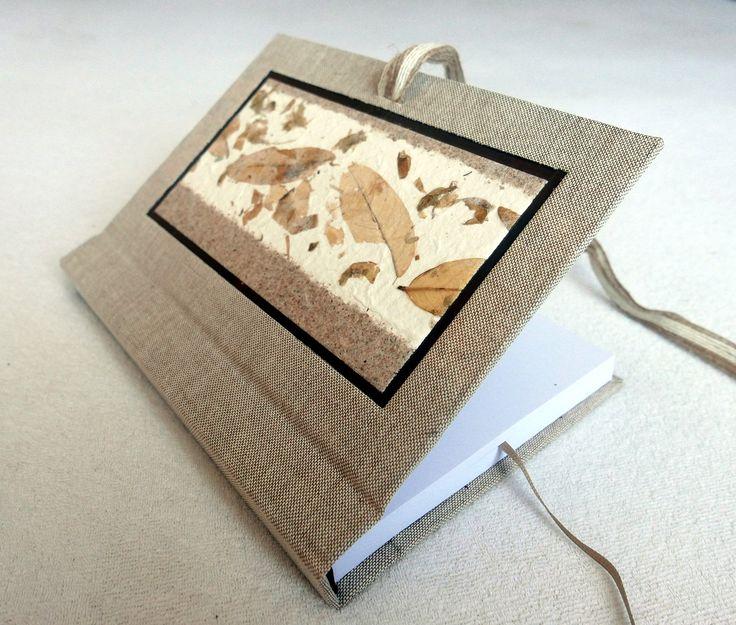 Ručně šitý deníček nebo zápisník, ruční papír, juta, režné plátno. Bílý papír o gramáži 140 g, hřbet 2 cm. Více info na Fler.cz uživatel L.atem25