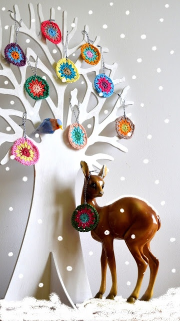 tree: Crappy snow and crochet circles