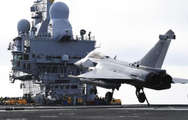A Dassault Rafale M (Marine) on the French Charles de Gaulle aircraft carrier off Toulon, January 13, 2015