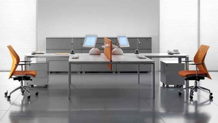 """""""GLIDER"""": Glider propone un minimalismo sempre elegante e mai freddo; con la vasta tipologia di elementi e di finiture si definiscono spazi di lavoro senza difficoltà formali. Ogni elemento manifesta un sua propria filosofia frutto dello studio sugli spazi e sugli orientamenti dell'arredo."""
