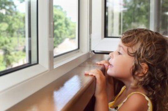 Fenster & Sonnenschutzsysteme  Unsere Innovativen Fenster und Rollläden schützen Sie vor Kälte, helfen Ihnen, die Kosten zu senken und erhöhen Ihren täglichen Lebenskomfort. Wir machen für Sie alles möglich, was im Fensterbau von heute gefragt ist: Gemeinsam mit Ihnen finden wir energiesparende und klimaschonende Lösungen für Ihre Fenster.
