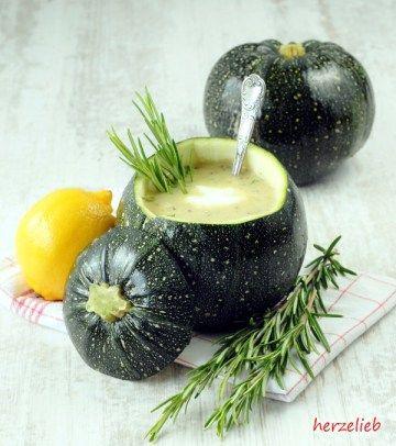 Zucchinisuppe mit Rosmarin und Zitrone - herzelieb