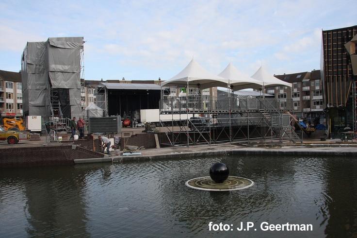 Op het plein moet de mogelijk komen om een podium op de bouwen voor evenementen. De multifunctionele trap kan dan tevens al tribune gebruikt worden.
