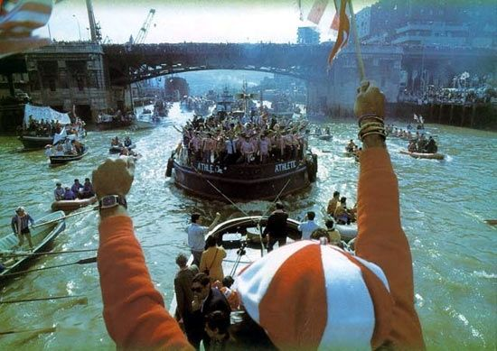 Athletic de Bilbao football team during a celebration in the 1980's. The boat is called La Gabarra.