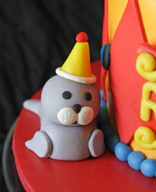 How to make a fondant seal cake topper • CakeJournal.com: Seals Cakes, Circus Cakes, Cakes Toppers Tutorials, Circus Seals, Cakes Decor, Fondant Seals, Polymer Clay, Clay Tutorials, Cake Toppers