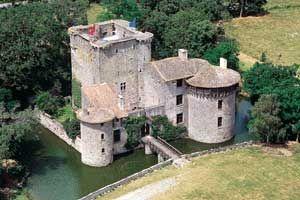 Chateau de Tennessus situé à l'extrême sud-est de la commune d'Amailloux dans le département des Deux-Sèvres, en région Poitou-Charente