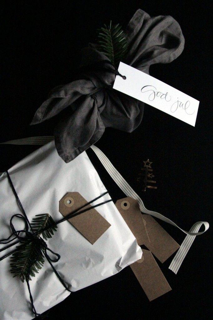 Christmas giftwrapping / heidihallingstad.com