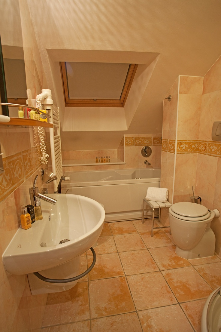 Bathroom with traditional shower & Jacuzzi bath-tube