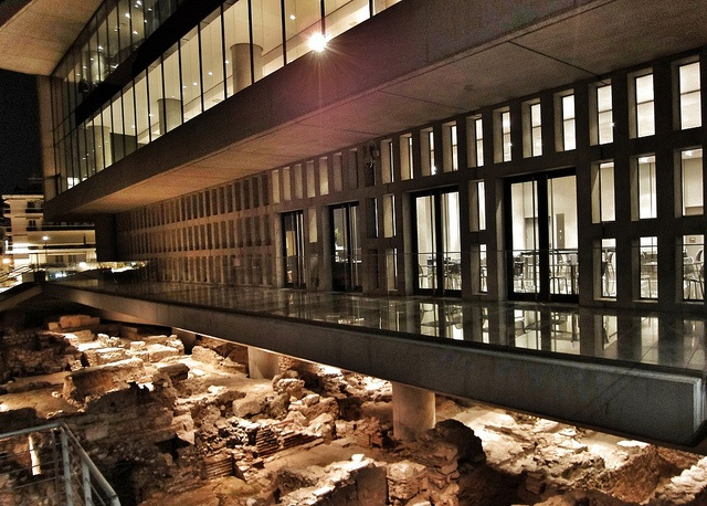 New Acropolis museum built over the excavation site.