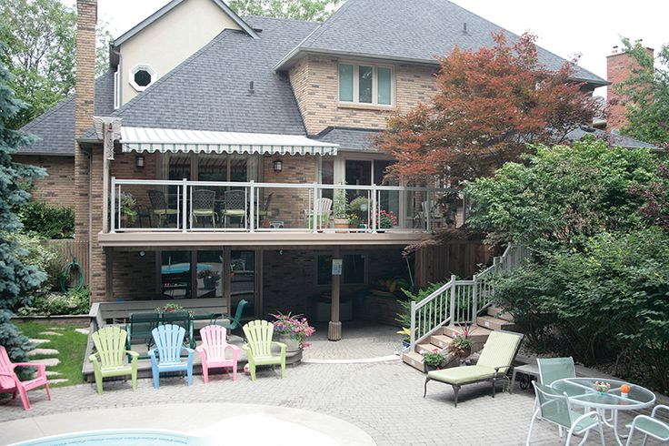 This 2nd level deck was built by Hickory Dickory Decks in Oakville Ontario using Veka vinyl decking and aluminum railing with tempered glass.