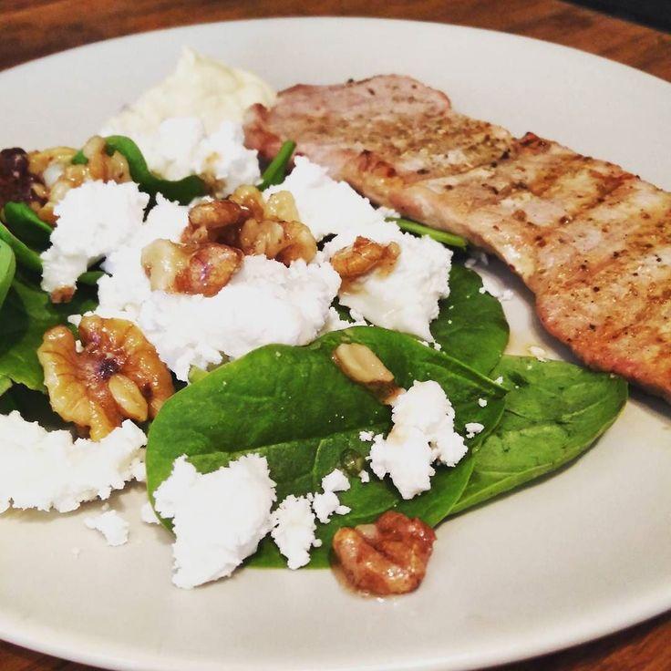 Today's lunch. Pork with a sallad with chevre and walnuts.  #lchf #lowcarb #lowcarbhighfat #highfat  #lågkolhydratkost #lc #lavkarbo #glutenfree #sugarfree #nevergiveup #fitness #lchftjejer #minresaräknas #keto #ketosis  #diabetes #öppendiabetes #healthy #food #weightloss #instafood #like4like #likeforlike #foodporn #yummy #glutenfri #sockerfri by lchf_soff