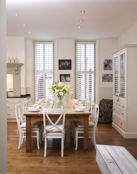 White Country Dining Room: Country Dining Rooms, Antiques White, Rooms Decor Ideas, White Country, Decorating Ideas, Kitchens Dining, Farmhouse Kitchens, Farmhouse Tables, Chairs Ideas