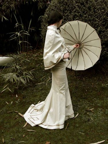 Lovely cape and skirt embroidered to match. Like that the parasol also matches.  Steampunk'd skirt and cape ensemble -