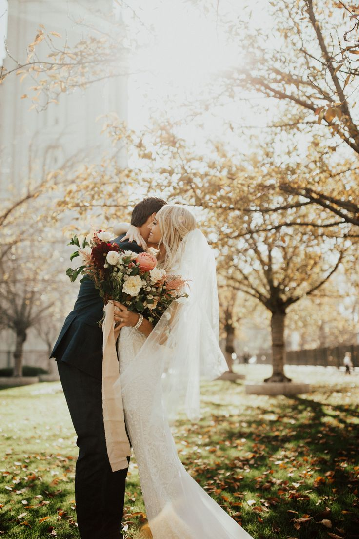 Beautiful wedding photo of the bride and groom. That location is gorgeous. Wedding photography | bride and groom | park wedding