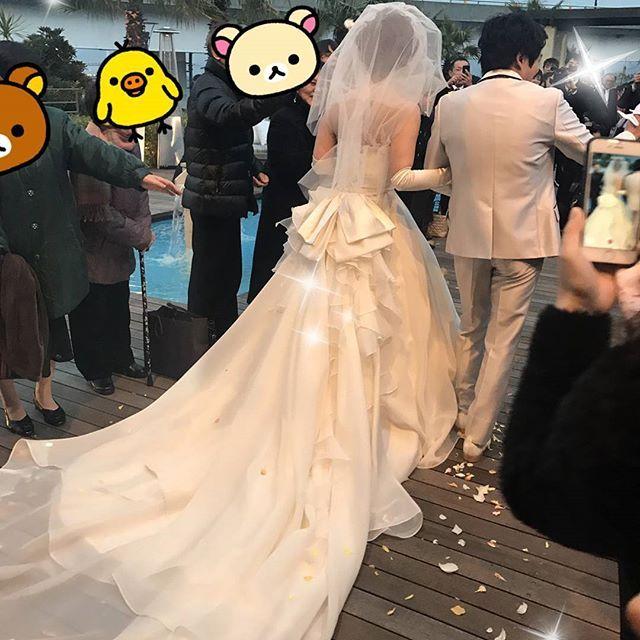 【lily_a0712】さんのInstagramをピンしています。 《January 14❤wedding 💒❤in 横浜❤ 昨日はお兄ちゃんの結婚式でピアノの演奏を届けることが出来て幸せでした😌いつも優しくて、可愛がってくれて、支えてくれて、本当に自慢の兄を2人も持ち、心から誇りに思います😊素敵な結婚式でした🌟プールとか海とかあってハワイみたいな結婚式場だった! 今日は横浜中華街行った👌 #兄の#結婚式#横浜#海#横浜中華街#ピアノ#贈り物#感動》