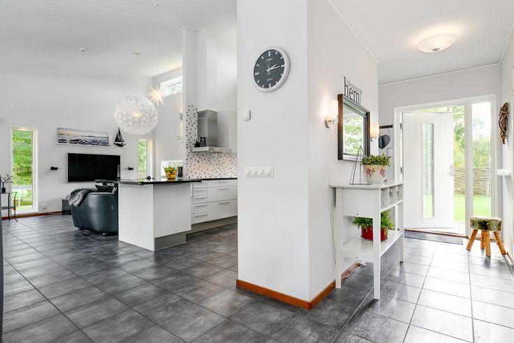 hall, kök och vardagsrum i fil