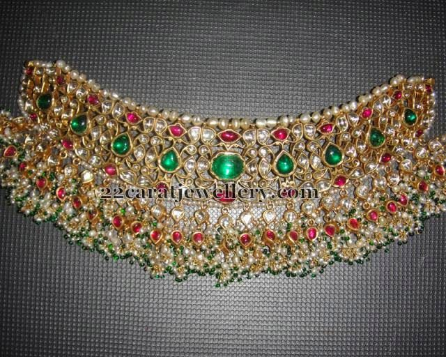 Jewellery Designs: Kundan Emerald Choker with Pearls