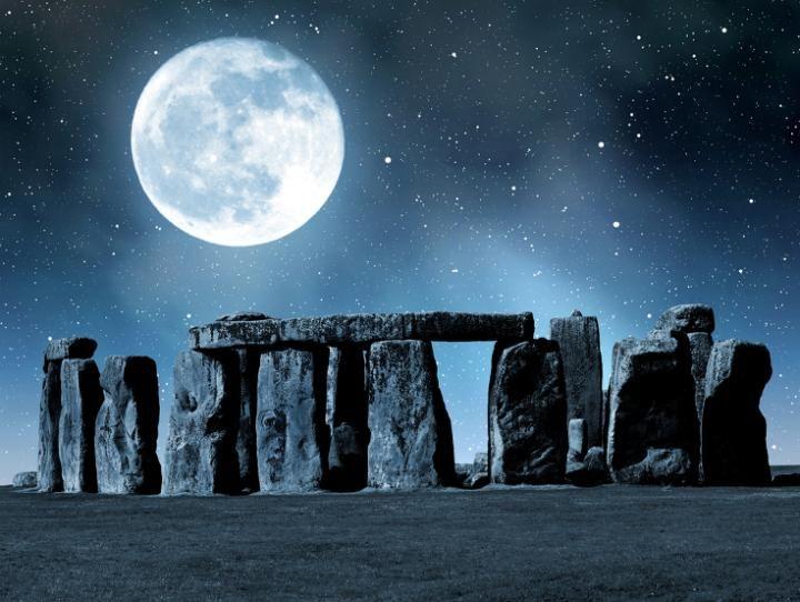 Solstice d'été et pleine Lune:Cette année, la pleine lune nous honorera durant le solstice d'été - un événement qui ne se produit qu'une seule fois au cours