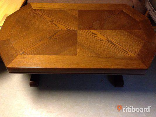 Vardagsrumsbord. Stort soffbord i trä.