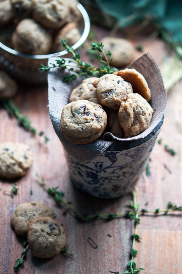Thyme and fleur de sel chocolate chip cookies | Gourmantine: Sel Chocolates, Chocolate Chips, Thyme Cookies, Chocolates Chips Cookies, Flower, Cookies Recipes, Thyme Chocolates, De Sel, Chocolate Chip Cookies