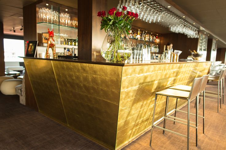 Skybar Riverton Hotell. Goldleaf glass