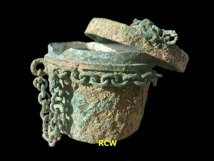 Lime Betel Container, bronze, origin Nglinguk-Trowulan-Mojokerto regency-East Java Province-Indonesia, circa 14th-15th century (Majapahit Kingdom period).