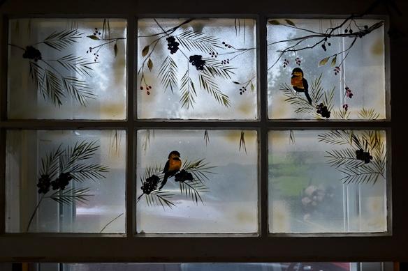 I love Theresa's window paintings